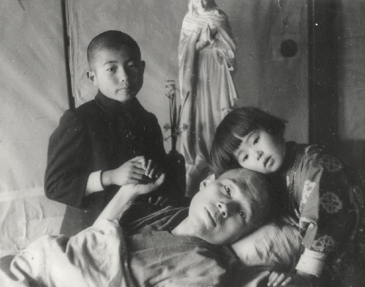 父子三人とマリア像