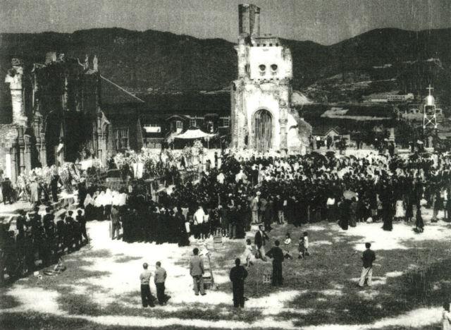 廃虚の浦上天主堂で行われた博士の葬儀